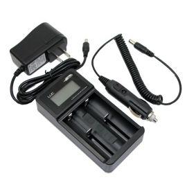 Incarcator universal acumulatori Efest Luc V2 cu ecran LCD si adaptor auto